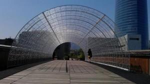 Pasarela Arrupe con tunel de luz. junio 2014