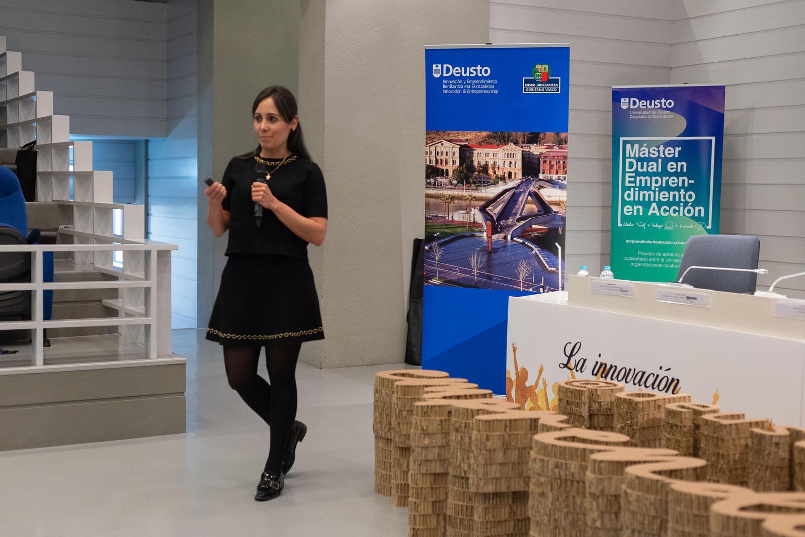 Jenny Carolina presenta su proyecto Finance for Kids