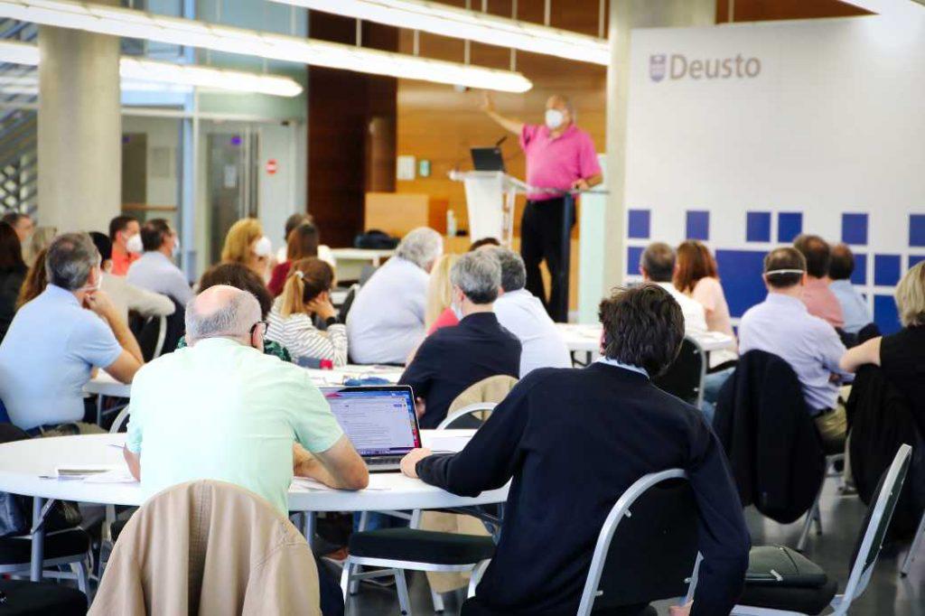 Peru Sasia imparte una formación sobre ética organizacional a directivos de Mutualia
