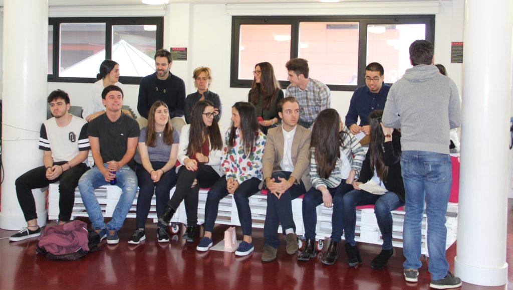 estudiantes gradas