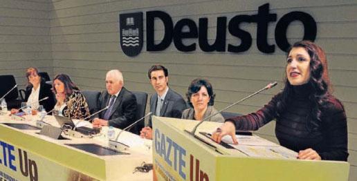 El debate. Representantes del Gobierno vasco, del Ayuntamiento de Bilbao, expertos, empresas y alumnos del campus analizaros la situación del mercado laboral