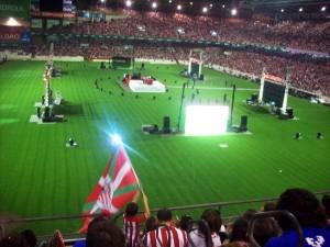 La final de copa contra el Barcelona en San Mamés,con pantallas gigantes. Fotografía de Emily Blevins.