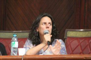 Ángela Bermúdez: Los libros de texto muestran historias de violencia sin dolor!