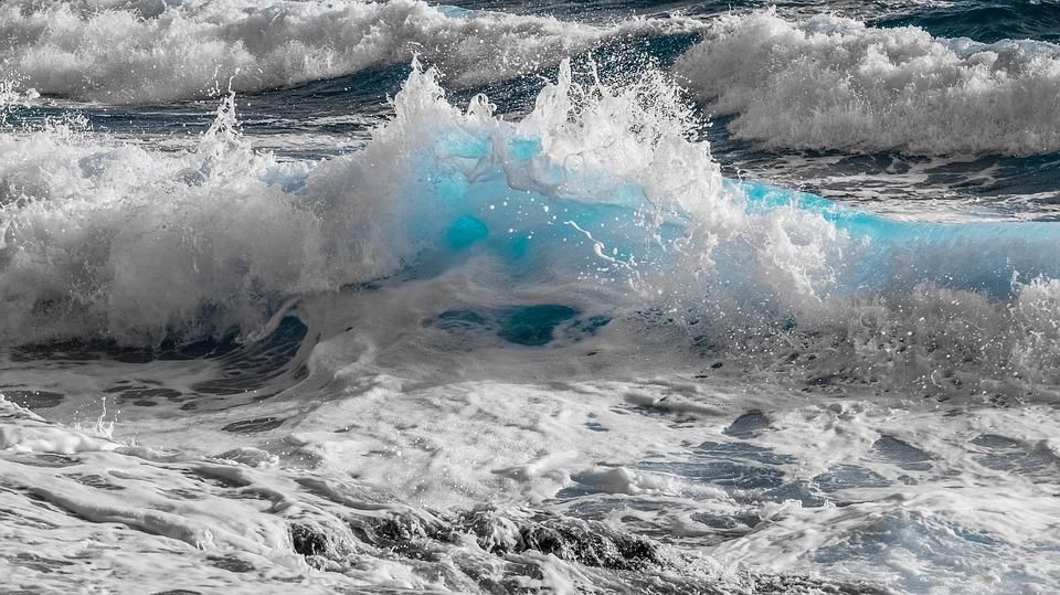 Fuente: https://pixabay.com/es/el-agua-surf-naturaleza-mar-ola-3194377/